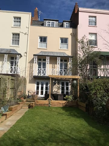 Beautiful Regency House with Private Double Room