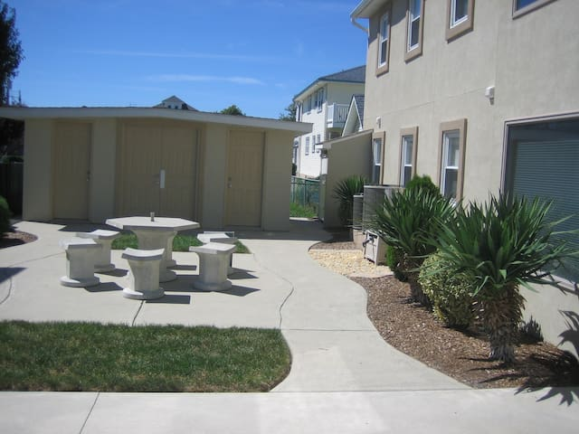 Great condo available until May 23, 2019