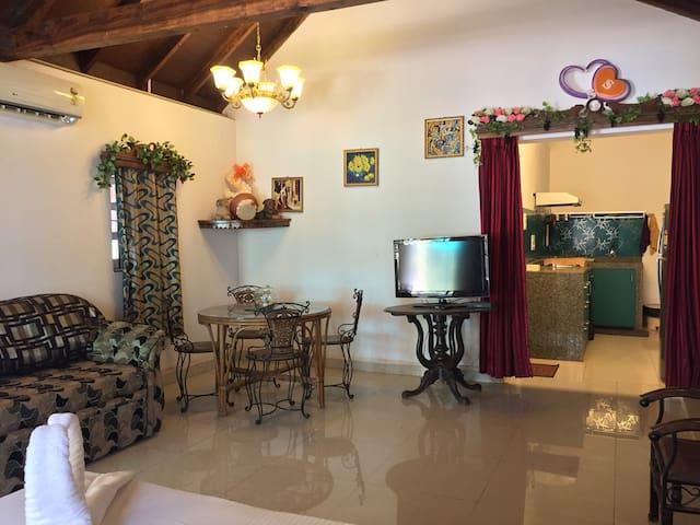 2 Bedroom Portuguese House in Baga Goa - Baga - Villa