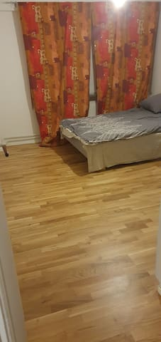 Nice, clean and cheap room for rent in Huddinge