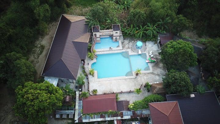 Bella Inn - Entire Villa (16 pax but sleeps 26)