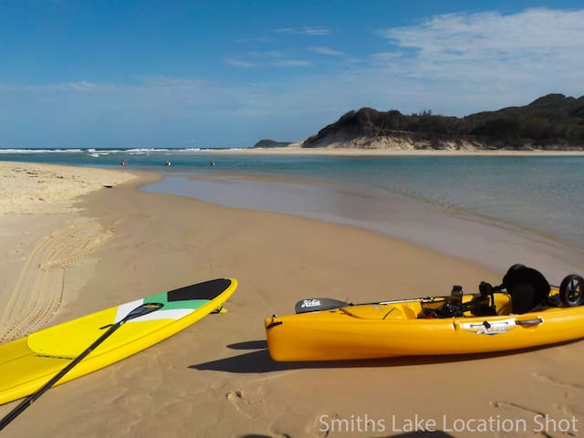 Eleebana ~ Place of peace & quiet, kayaks