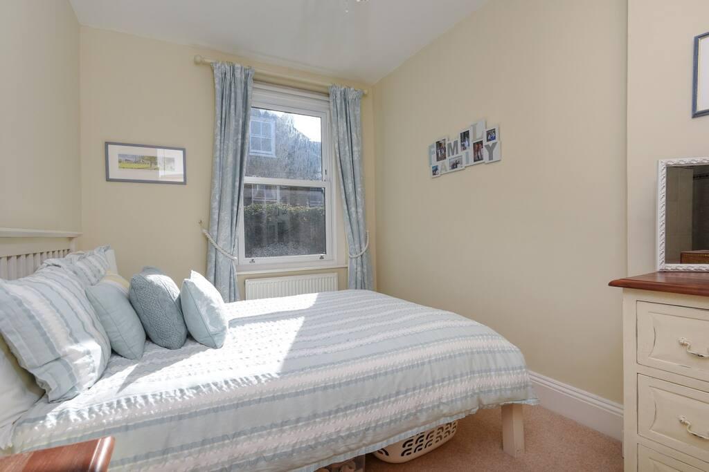 Master en-suite bedroom