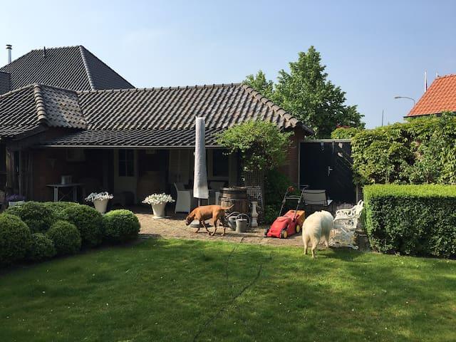 Sfeervol luxe huisje met privé tuin - Limmen - Lakás