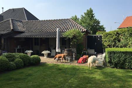 Sfeervol luxe huisje met privé tuin