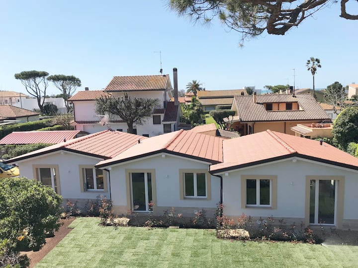 New independent house, 100 mt from the Beach