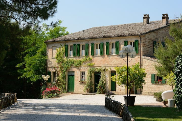 Ancient farmhouse in the countryside for 25 people with swimming pool 15 km to the sea