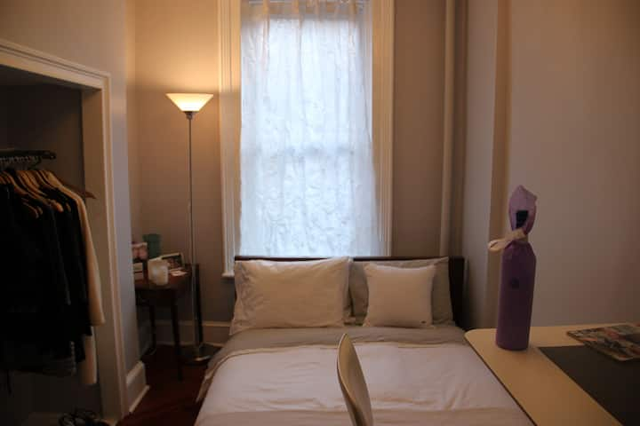 Charming room 5 blocks to Central Park near Subway