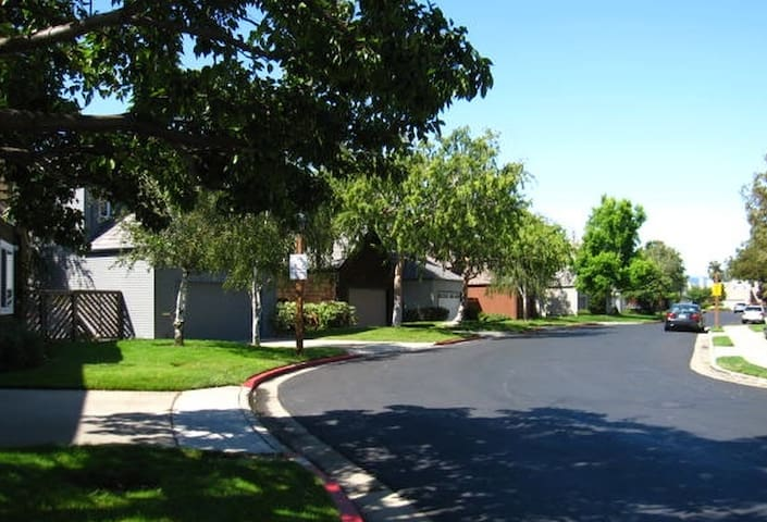 House between Santa Clara and SF. - Foster City - Casa