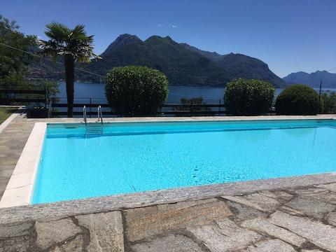 MINI estudi amb piscina, terrassa i vista al llac