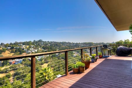 Master suite with private entrance, nice view - Belmont - House