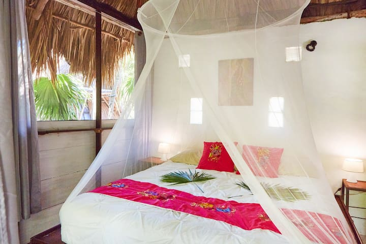 Jungle Beach Little House Upper Room