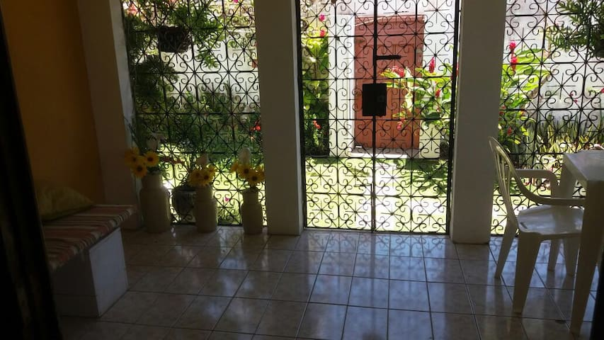 Casa inteira com 4 quartos em Vilas - Lauro de Freitas - Huis