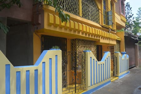 """LILAYAN"" entire floor! 2BHK,AC,Kitchen,free WIFI"