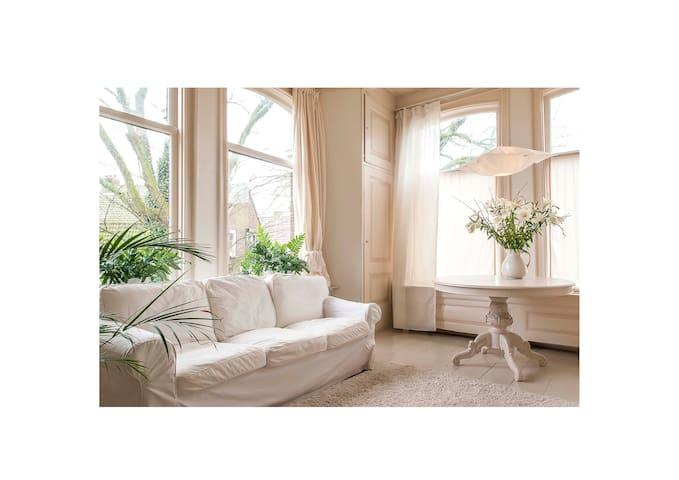 White Room - Retreat in a former vicarage - Simonshaven - Penzion (B&B)
