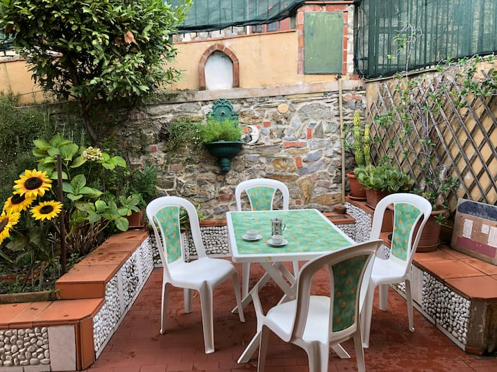 Grazioso bilocale con giardino