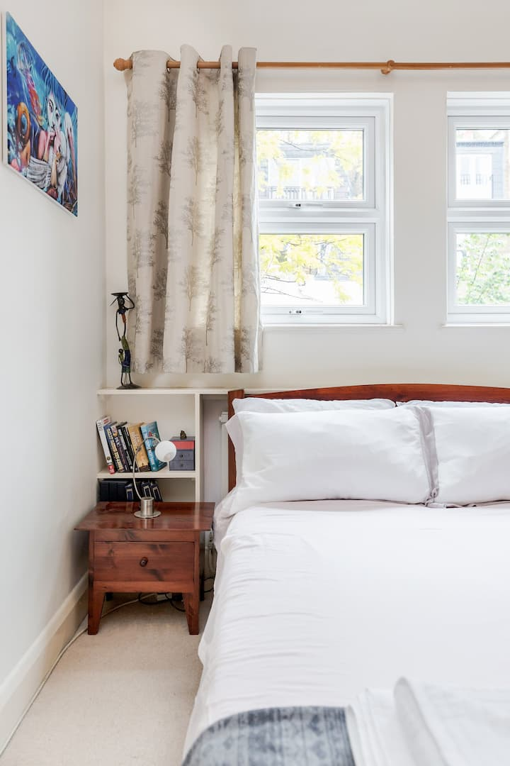 Charming Apartment in Trendy Barons Court