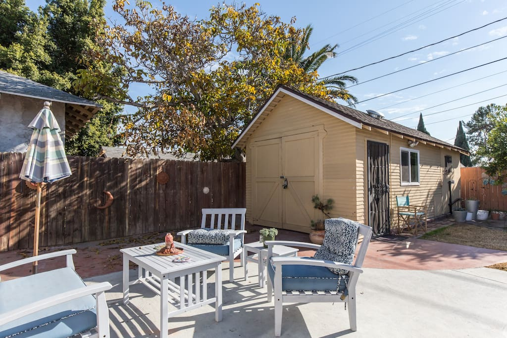 Charming guest house near usc guesthouses for rent in for House for rent near los angeles