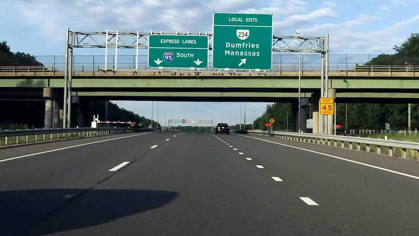 5 mins from Interstate I-95/HOV lanes (Traveling to North/South) Exit 150A Triangle/Quantico