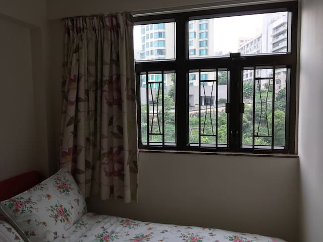Convenient, quiet location in Wanchai