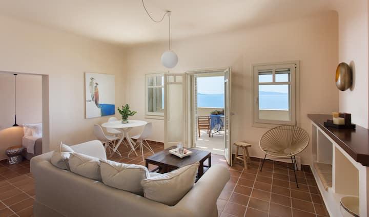 Luxury Suite w/ Balcony, Panoramic View & Jacuzzi