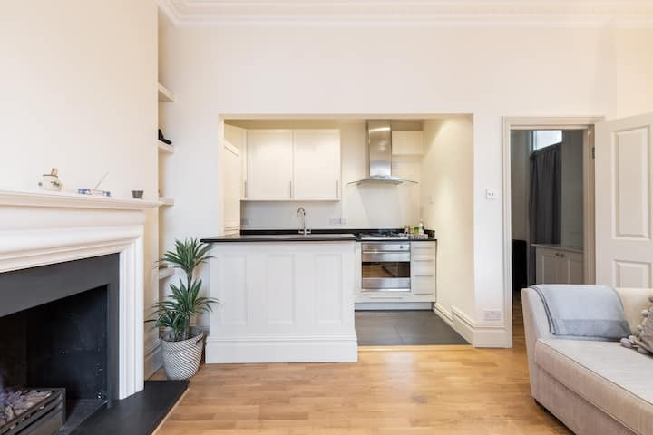 Charming 1 Bedroom with Fireplace in Chelsea