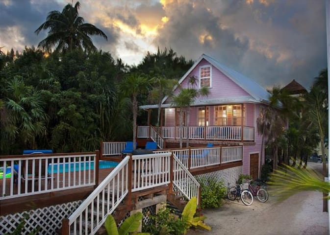 Steps from the Beach 3 bedroom 2 bath home with private pool dock, Beach & AC