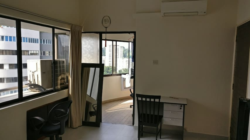 Pvt room with Balcony 5mins to Sentosa & MarinaBay - Singapore - Lejlighed
