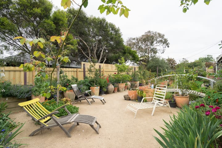 The Secret Garden - Mt Eliza Bungalow - Mount Eliza