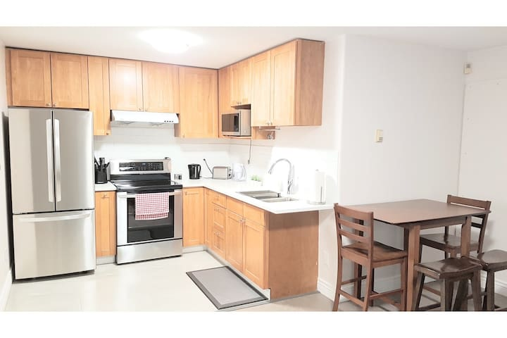 2BR Newly Renovated Modern Private Entrance Suite