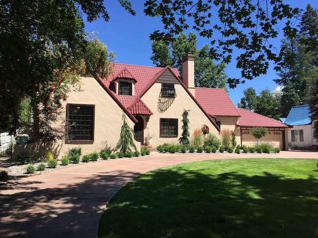Iconic Cottswald Tudor in historic Garden District - Coeur d'Alene - Apartmen
