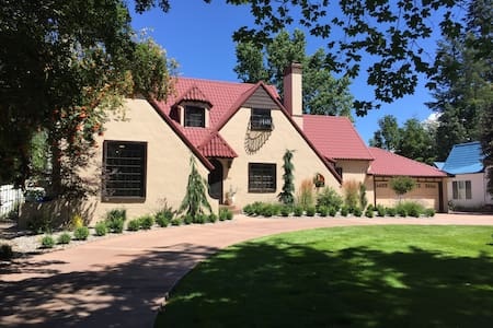 Iconic Cottswald Tudor in historic Garden District - Coeur d'Alene - Apartment