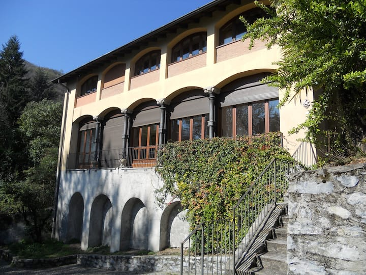 Villa Lucia with lake view, parc and swimming pool