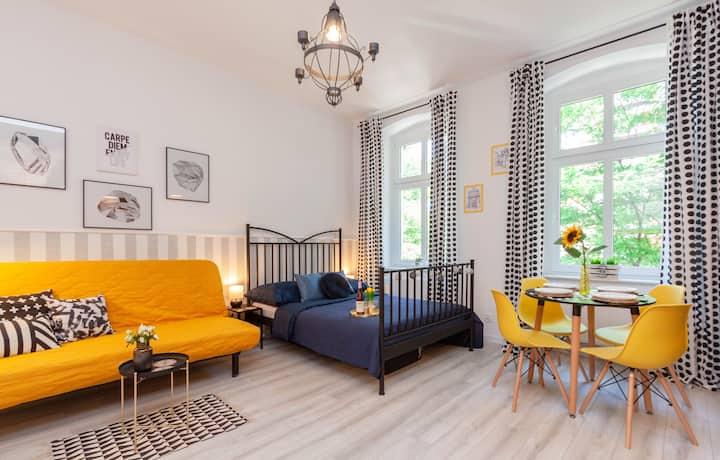 Sydonia Apartments - Black Apartment
