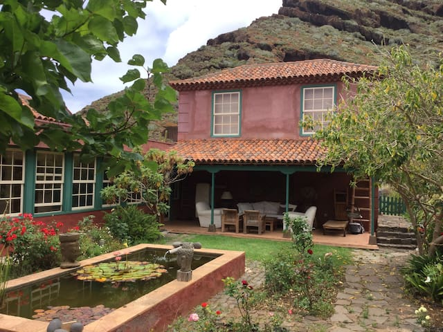 Sea and mountain view old Canarian style house - Bajamar - บ้าน