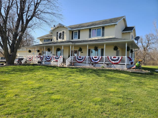 Beautiful home near I80, near Iowa Speedway