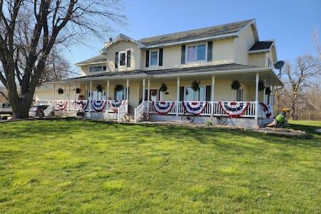 Beautiful home near I80, near Iowa Speedway