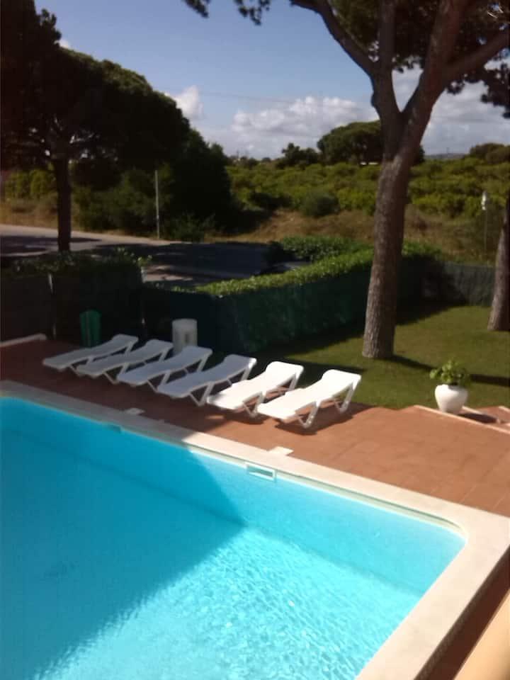 apartamento T1, com piscina, zona  verde, praia.