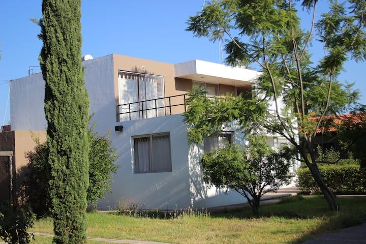 Casa Jacaranda 2 al SUR de la Ciudad
