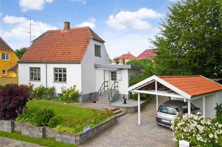 Centrally located house with garden - Copenhaga - Casa