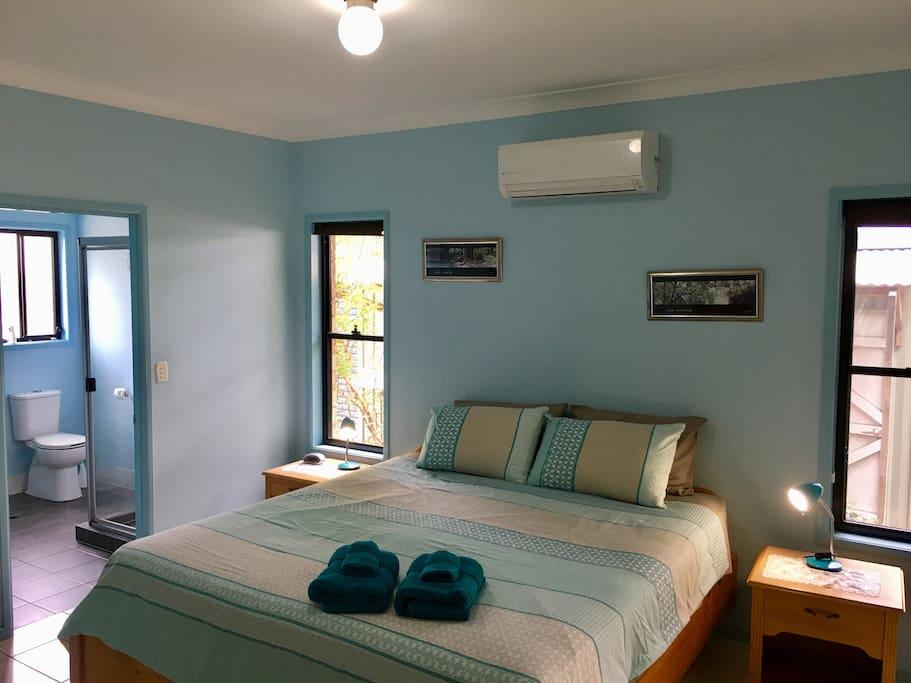 Main king bedroom with en-suite