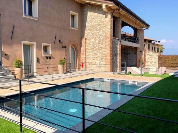 Villa Fontanelle Bilo con piscina [1]