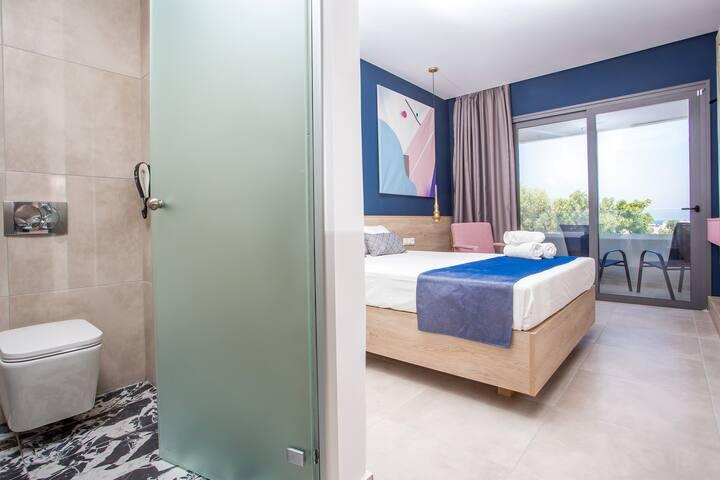 Room Photo 3 and bath