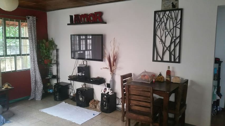 Big private room in perfect location in Guadalupe