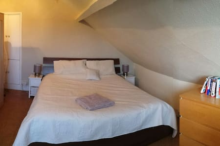 Spacious BR near London Heathrow - Staines-upon-Thames