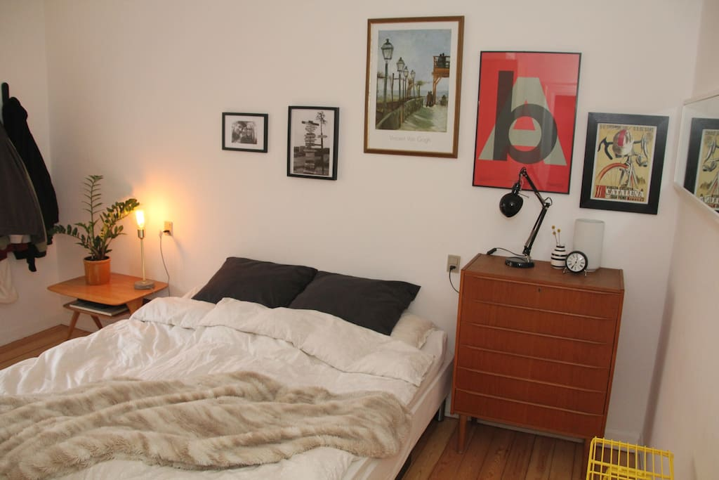 Bedroom, King-size bed