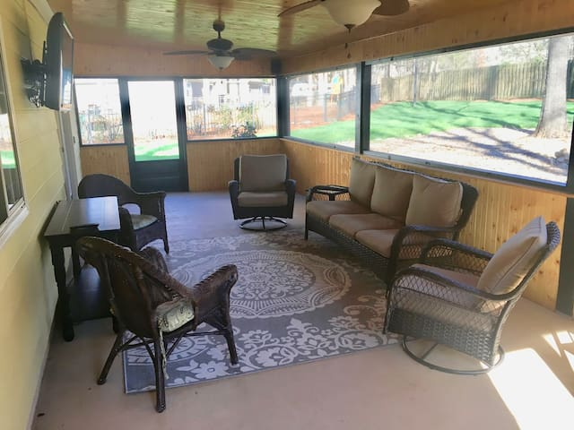 4 BR w/ HUGE screened porch. Perfect for families!