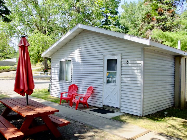 Beautiful Lake Belle Taine Two Bedroom Cabin-8