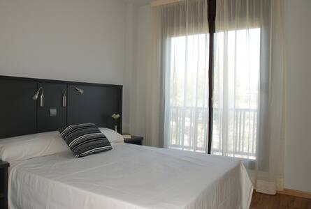 Private room -Single Bed, shared kitchen &bathroom - Madrid