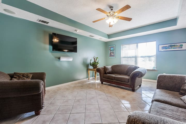 Spacious Algiers home near downtown  New Orleans